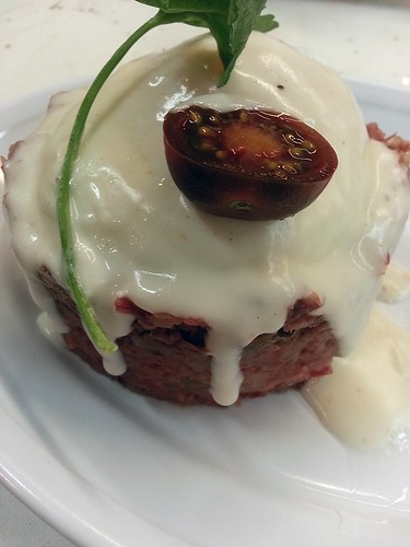 corned beef hash with a bechamel sauce by pipsyq