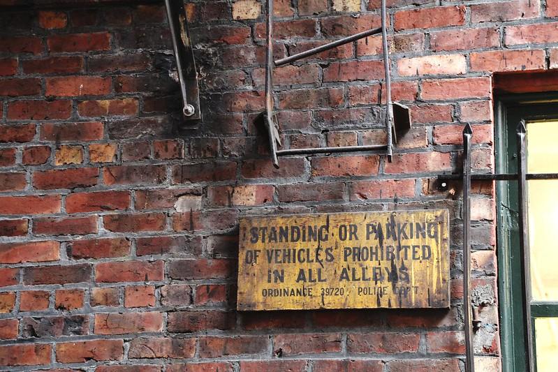 No standing in alleys