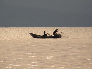 Pescadores en el lago Langano