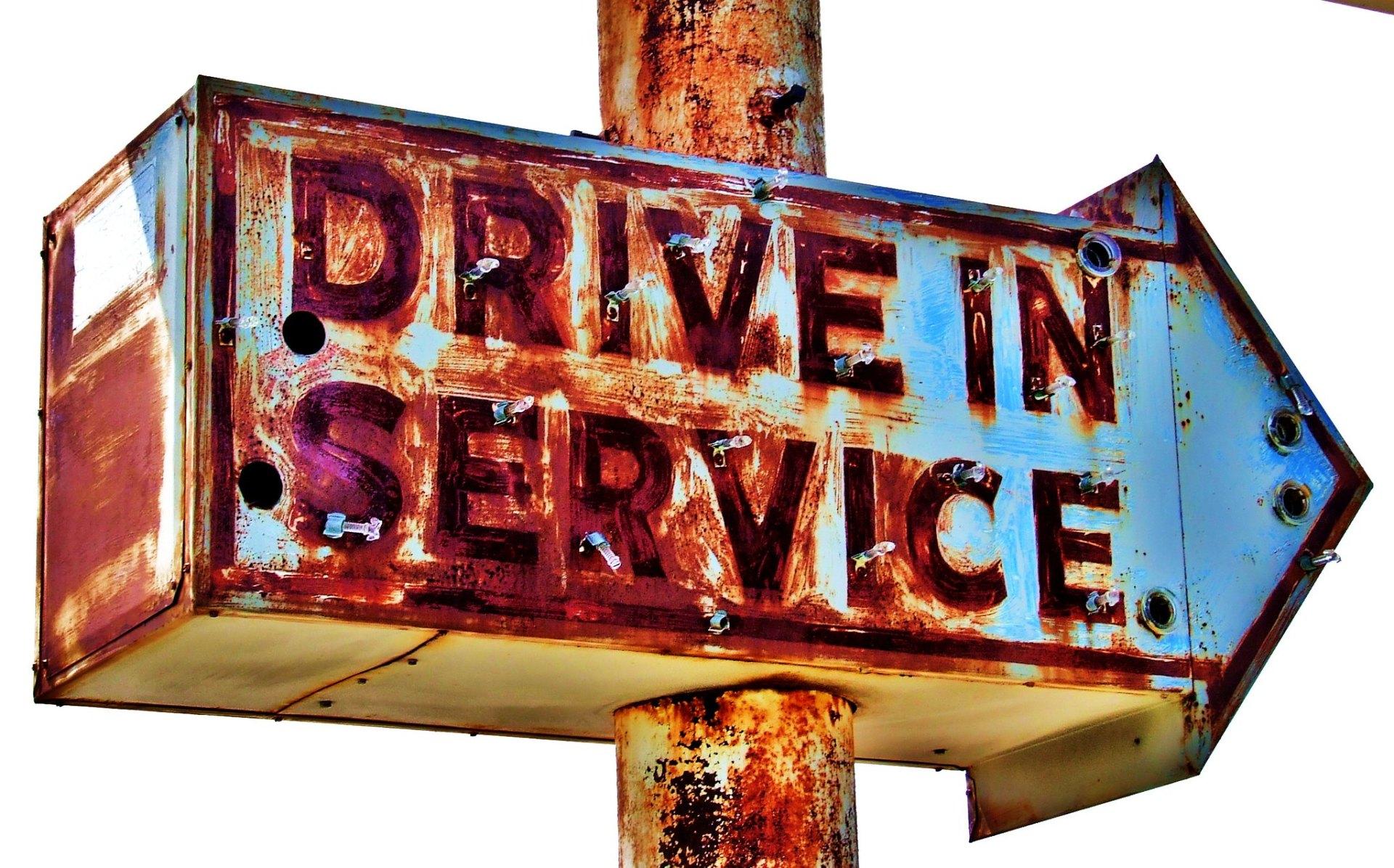 서비스를 개발 할 수 있는 회사는 따로 있다.