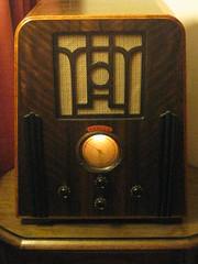 A 1935 Temple Art Deco Wireless Radio