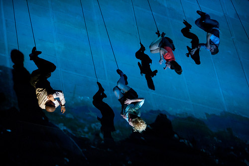 El mundo al revés, de Wired Aerial Theatre