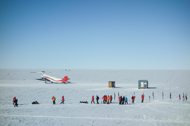 2012-12-01 Tourists at the South Pole