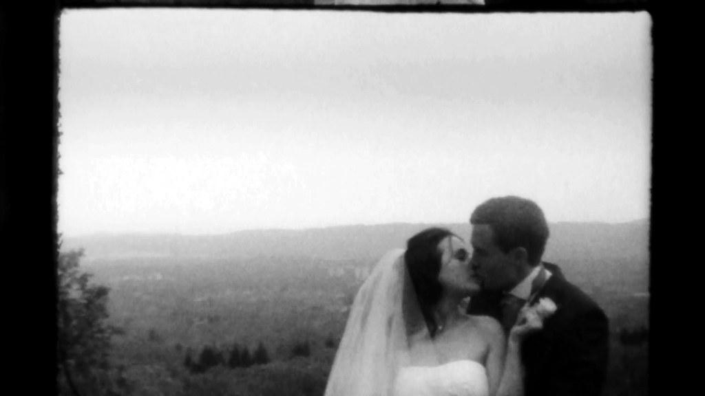 Super 8 Wedding Film TRI X Super 8 kiss cu