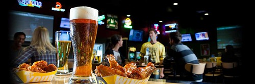 Buffalo Wild Wings: Grill & Bar especializado en Alistas de Pollo