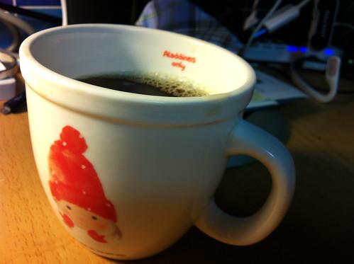 예쁜 머그컵에 드립 커피를