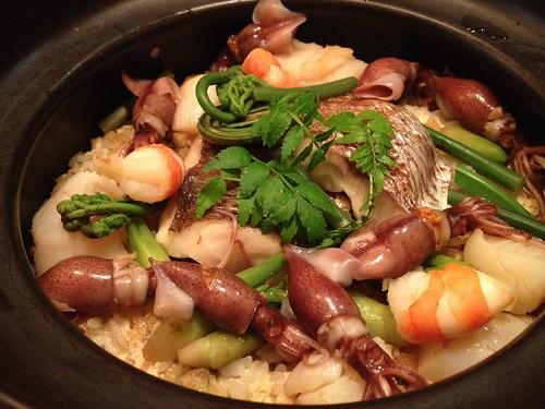 〆の土鍋ご飯は春を感じさせる具材。文句なしの絶品!@堤