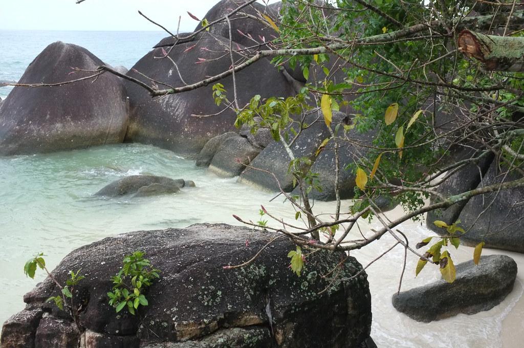 pantai laskar pelangi