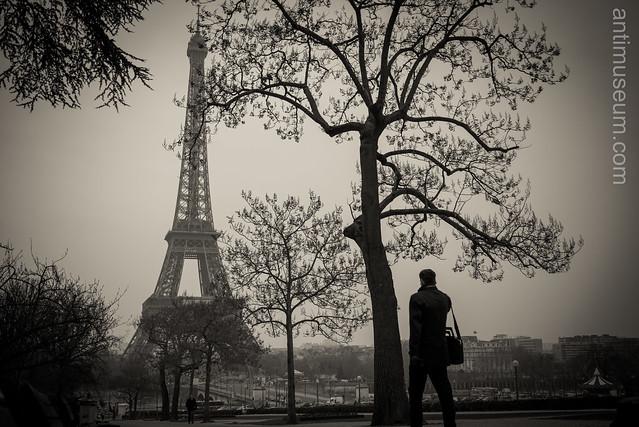 Businessman opposite the Eiffel tower
