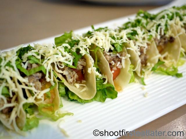mini sisig tacos P225