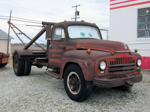 1951 IH tow truck