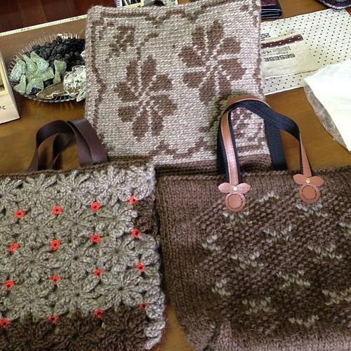手編みのバッグ、素敵ですぅ