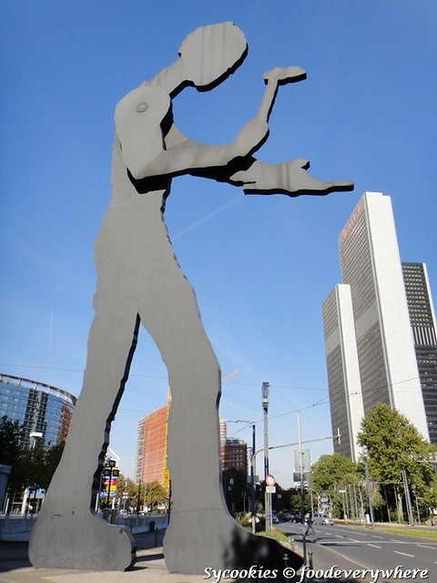 17.Hammering Man is a series of monumental kinetic sculptures designed by Jonathan Borofsky which have been installed in various cities around the world.