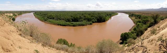 Panorama del río Omo en Karo