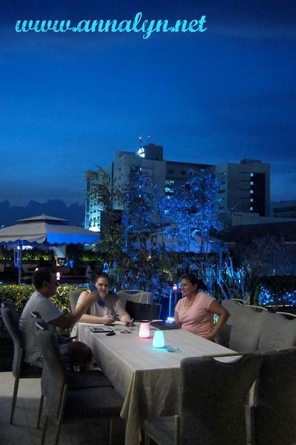 F1 Hotel Bar Area 2x