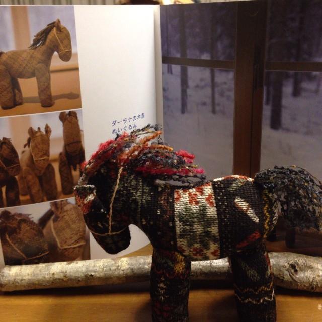 斎藤謠子さんのパッチワークの本にダーラナの木馬が出ていたので、私も作ってみました(*^^*)ちょっと足が短かめだったかな(^^;;