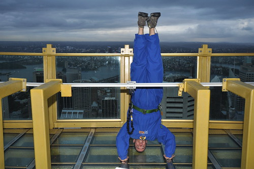 25. skywalk headstand