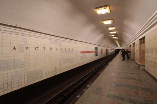 'Арсенальна' station name on the tunnel wall