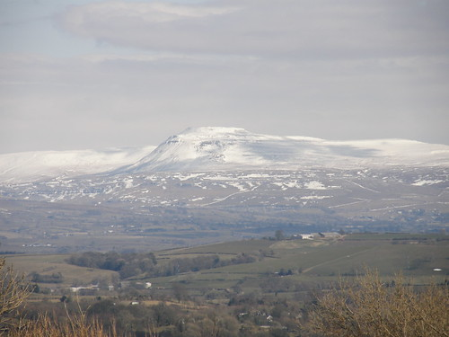 Ingleborough (telephoto)