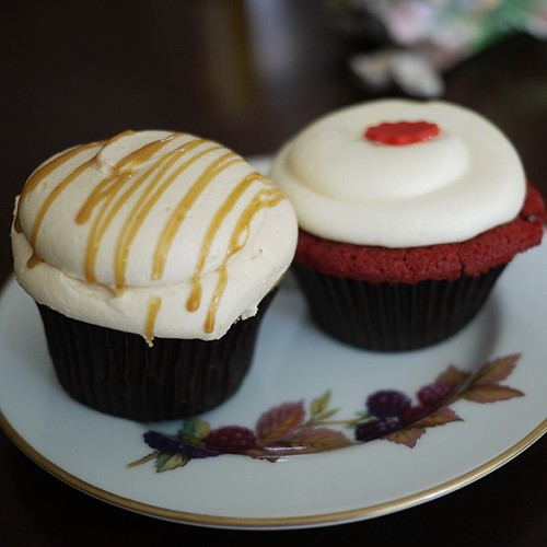 Can't get these cupcakes out of my head. received the duo w my movie passes. They just barely lasted the trip home for these shots lol #yummy#cupcakes#redvelvet#caramel#sweets#queenst#dlish @dlishcupcakes