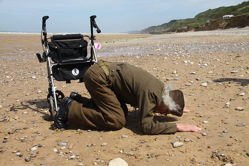 D-DAY 6 June 1944-2013, Americans Returns to D-Day: The American Cemetery, Utah Beach, And Tears - ROBERT Blatnik, US. Army veteran, was on the eastern half of Omaha Beach during the invasion, CBS News Usa (06/06/2013). by Martin G. Conde