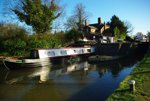 20120219-70_Narrow Boat at Hillmorton Locks by gary.hadden