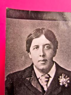 Oscar Wilde, Il ritratto di Dorian Gray.,BUR 2012. Art Director: Francesca Leoneschi / theWorldofDOT; imm. di cop.: @Kimi Recar. Quarta di copertina (part.), 3