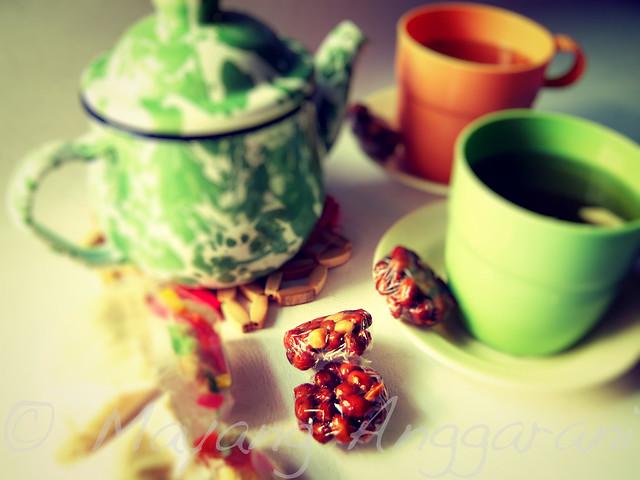 Wedang Jahe, Nting kacang pedas