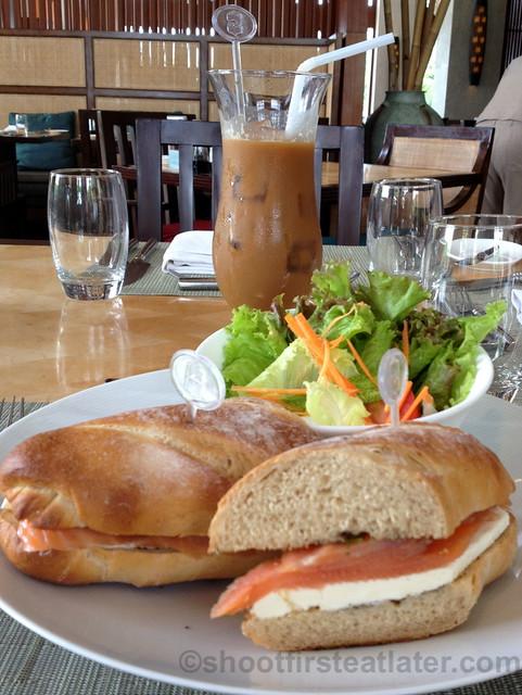 smoked salmon & cream cheese sandwich