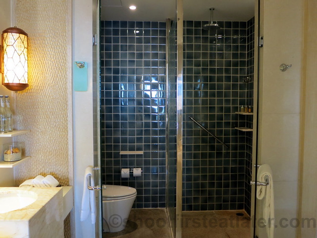 Shangri-La's Boracay Resort & Spa- deluxe seaview room-007
