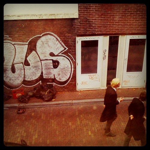 Urban Blond Grafitti
