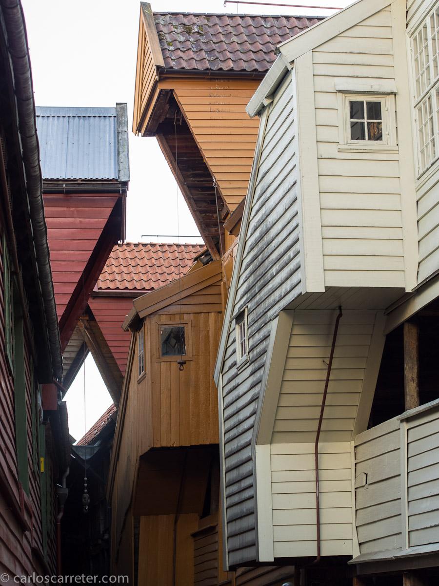 Geometrías y luces en Bryggen