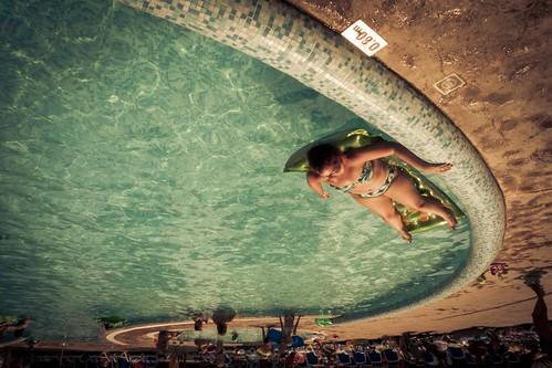 Un été renversant (A Thrilling Summer) - Piscine de l'hôtel, Nessebar, Bulgarie (Photo : Gilderic)