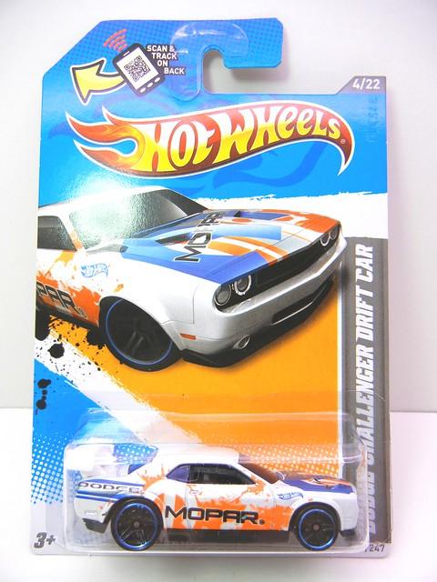 hot wheels dodge challenger drift car white (1)