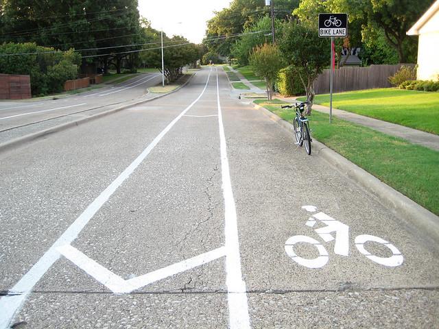 Bike Lane With Buffer - Win