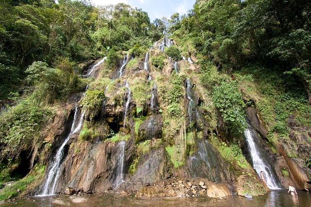Imagen de las caídas de agua en los termales de Santa Rosa de Cabal