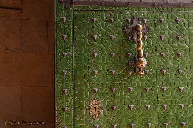 Open door, Alicante, Spain