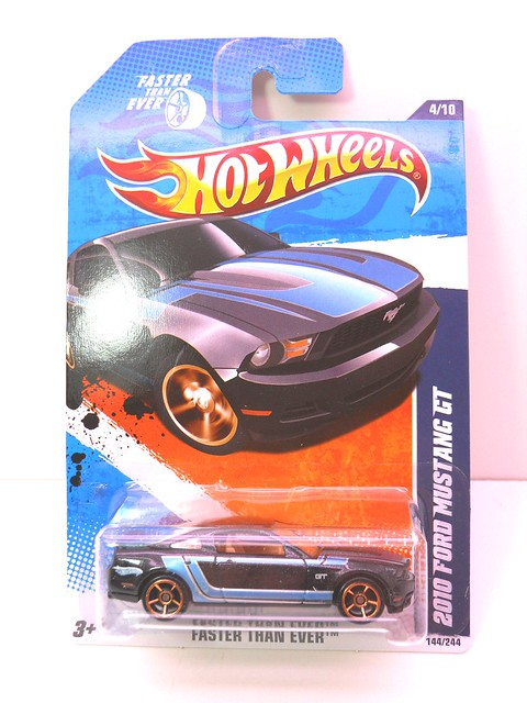 hot wheels 2010 ford mustang gt blk  (1)