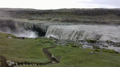 Un cañón con una cascada gigante, en Islandia ...