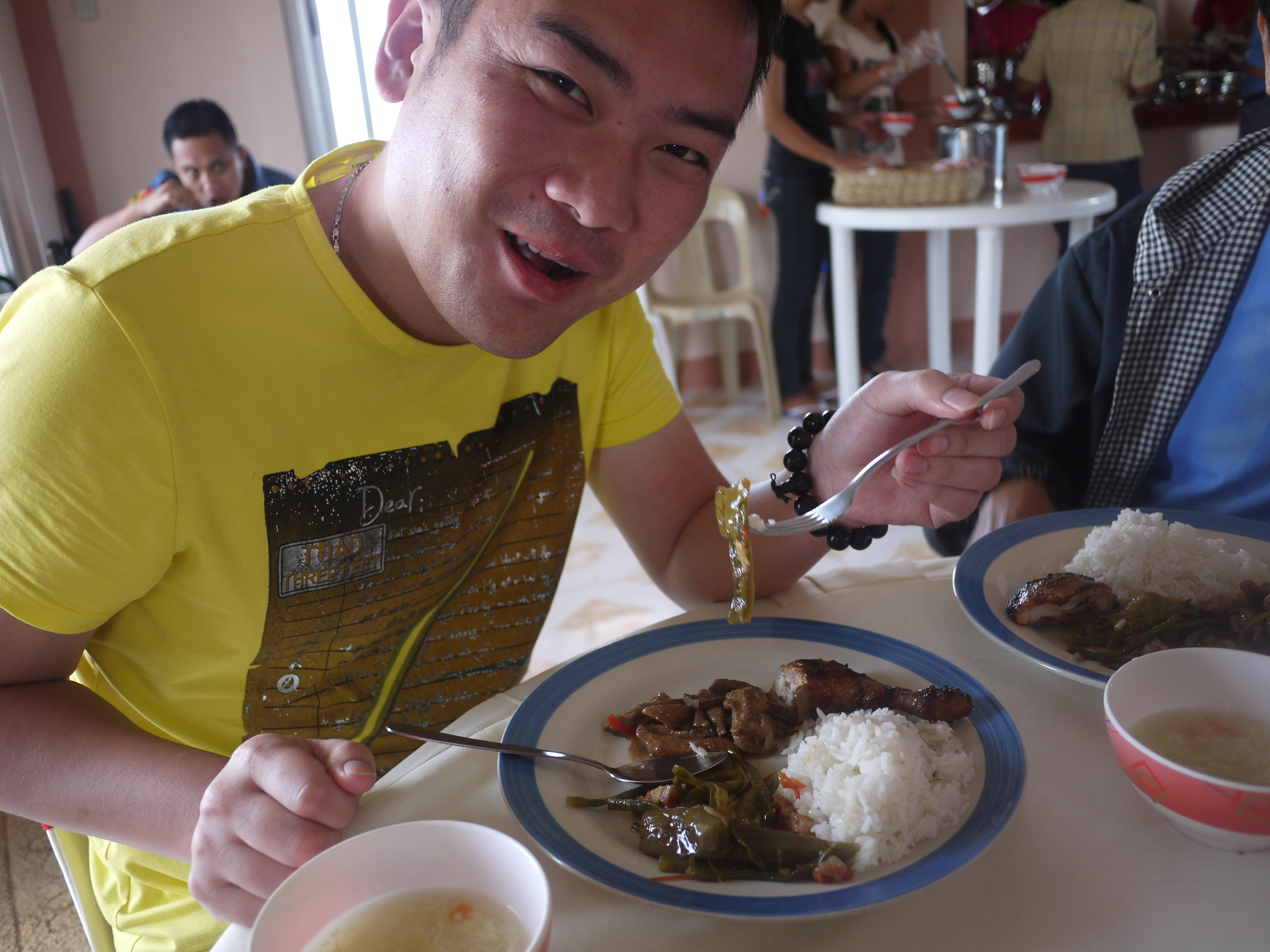 Chinese tourist eats pinakbet and igado