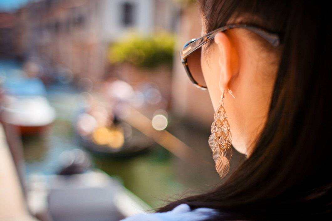Imagen gratis de una chica mirando a Venecia