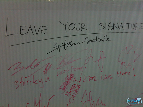 "Aki-sachou's signature with ""GoodSmile"" remark"