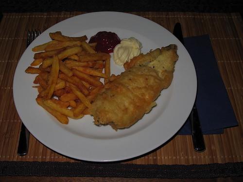 Crispy-Crospy Fish 'n' Chips (= Schollenfilets in knusprigem Bierteig mit noch aufwändigeren Pommes)