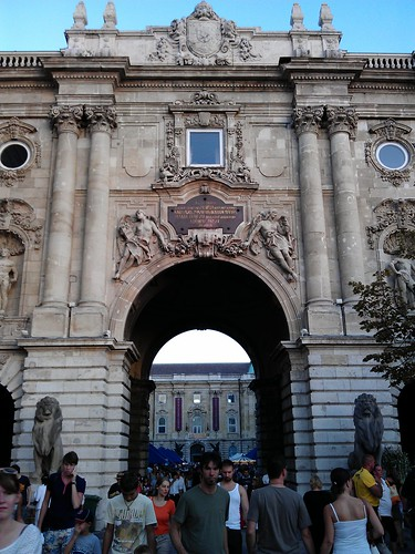 Día 2: Hungría (Budapest: Ujlipotvaros. Isla Margarita. Obuda. Vizivaros y Colina del Castillo con Puente Szechenyl, Hotel Gellert, Castillo, Palacio Real y Bastión Pescadores, etc).