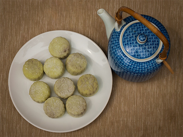 Mooncakes with a pot of chinese tea