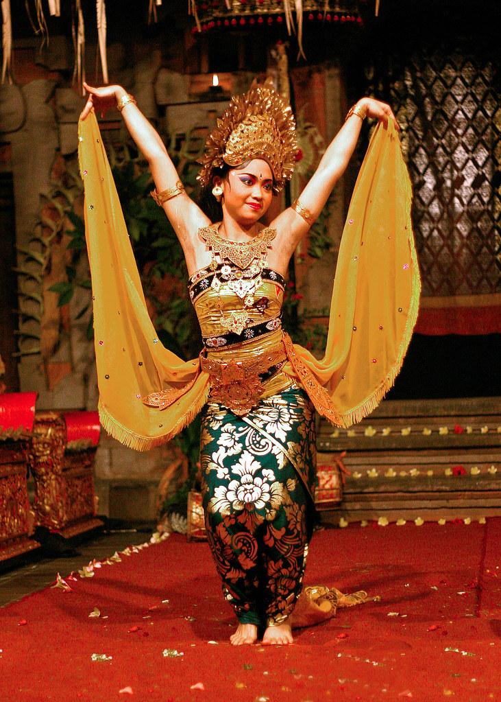 bali dancer in ubud