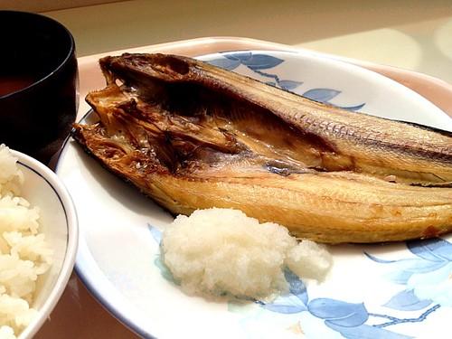 今日の社食はほっけ焼き定食。520円。何か今週は和食が多い。