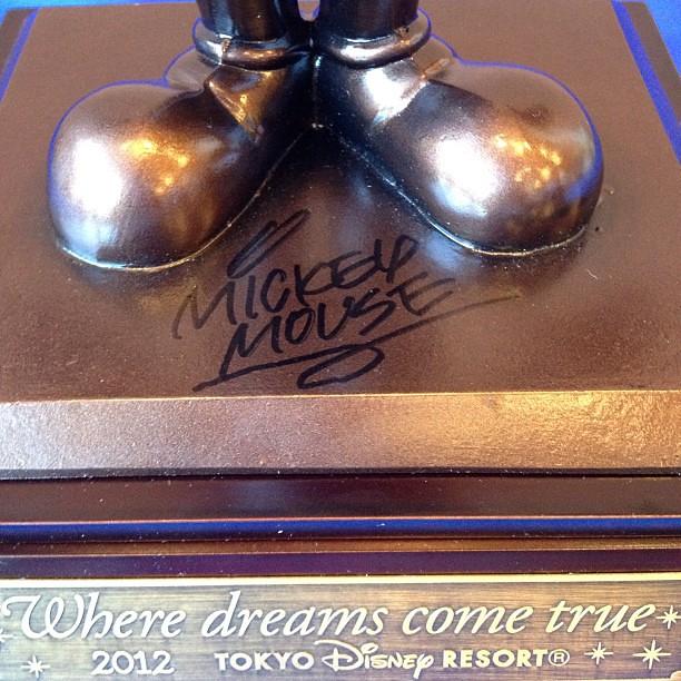 金沢ジャズストリートのスペシャルショー、ミッキーのサイン入りブロンズ像が展示されていました。