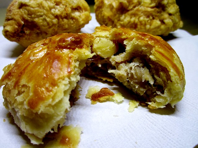 Kuching chicken pastry