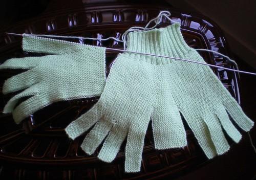Tricot facile et rapide gants de laine pour adultes au - Tricoter des mitaines facile ...